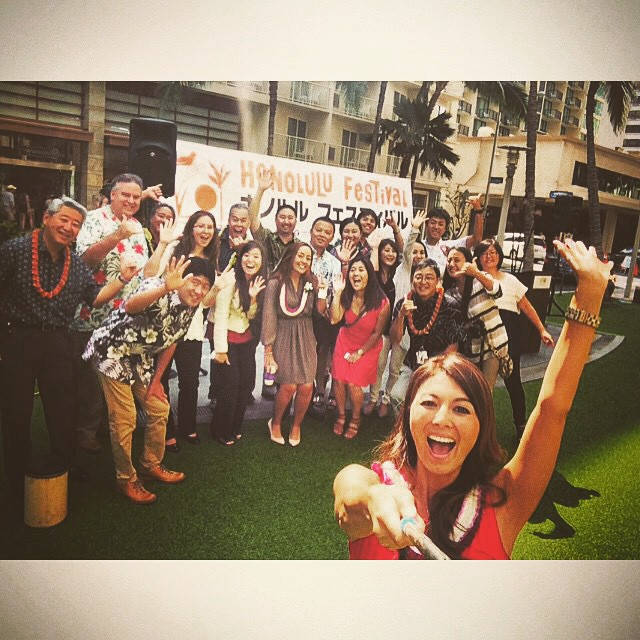 This happened today ... Fun people ... I'm impressed with @ashnags and her selfie skills :) #honolulufestival #pressconference #waikikibeachwalk #japaneseculture #hawaii